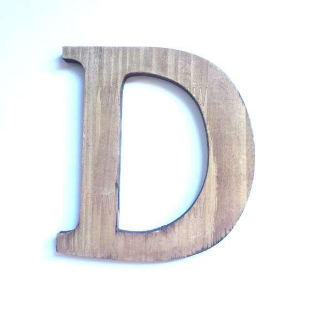 Letra D de madera