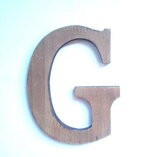 Letra G de madera