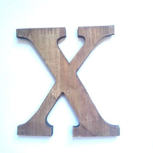 Letra X de madera