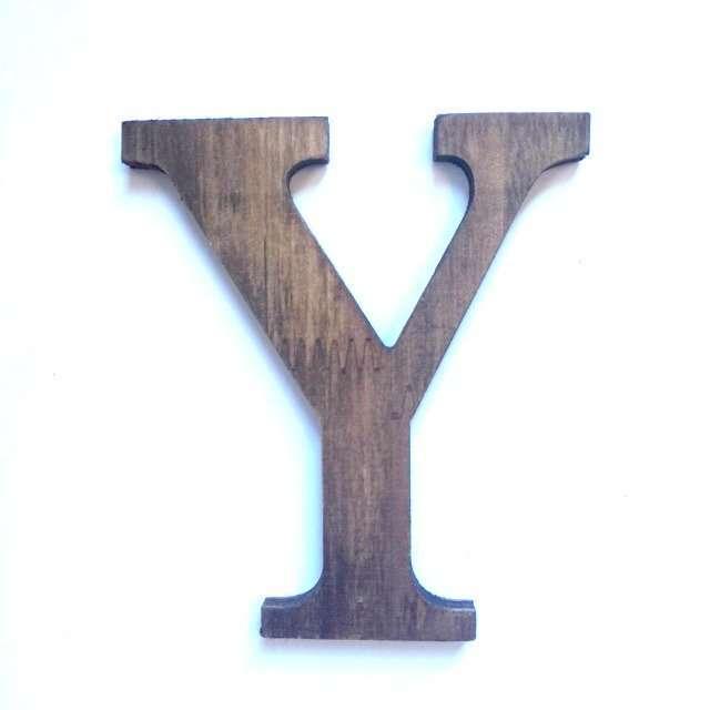 Letra Y de madera