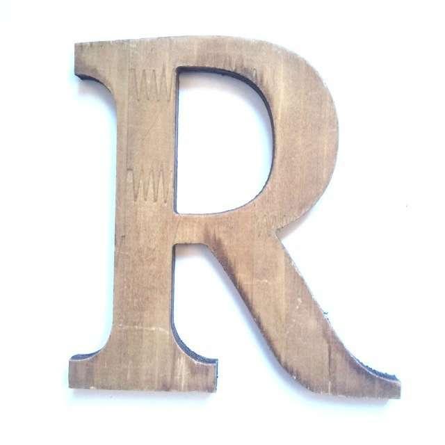Letra R de madera