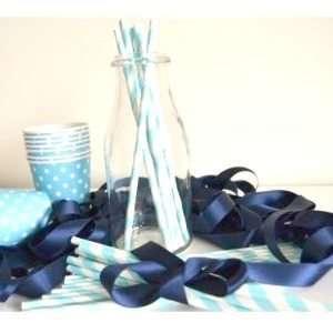 Pajitas-papel-azul-rayas-blancas