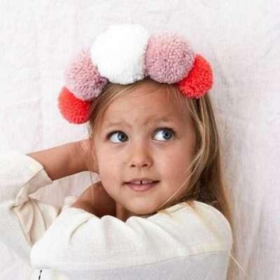 Corona de pompones - Niños felices en tu boda
