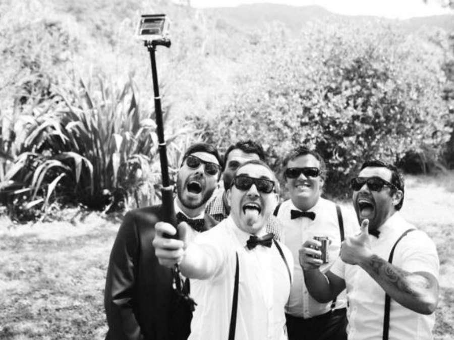 Regala palos de selfie en tu boda