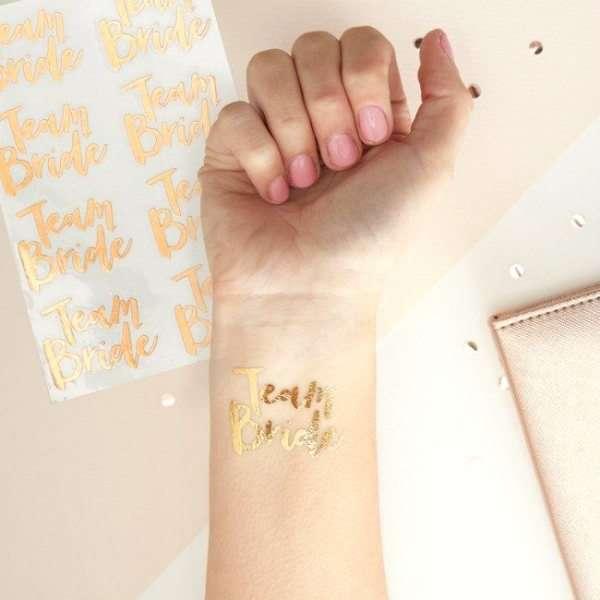 Tatuaje Team Bride. Detalles para despedidas de soltera bonitas