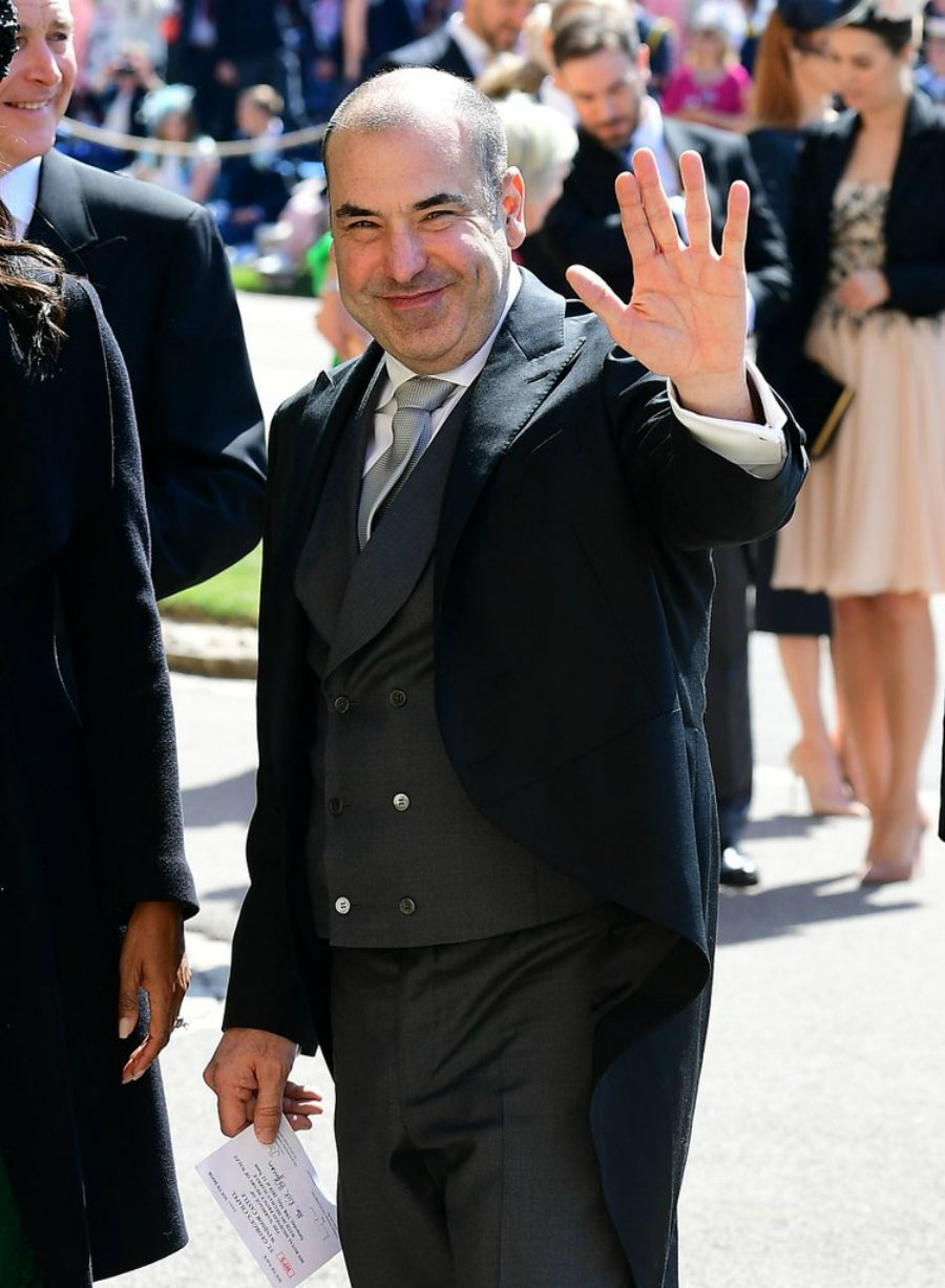 Suits en la Boda real - Louis Litt